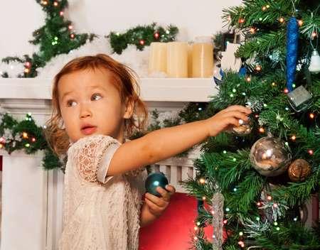 новогодние игры для детей возле елки музыкальные