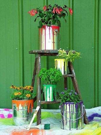 Вы красили забор весной и остались банки из-под краски? Многие скажут, что они не нужны, поэтому сразу выкидывают в мусор,