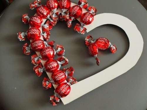 Валентинка из конфет своими руками. Фото и мастер-класс