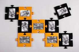 Фотоколлаж оригинально будет смотреться, если рамки сделать в форме пазлов. Главное правильно разрезать картон или фанеру, тогда мультирамка для фотографий на стену получится по-настоящему креат