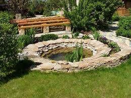 Оригинально смотрятся в экстерьере разнообразные садовые поделки, которые вы сделаете с минимальными затратами самостоятельно. Попробуйте посадить на участке пальму из пластиковых бутылок ил