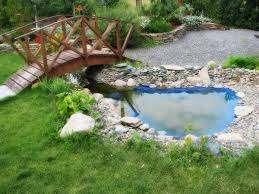 Не забывайте о водоемах, возле которых вы сможете обустроить комфортное место для отдыха и расслабления. Сделать водоем можно самостоятельно или купить готовые бассейн.  Декор