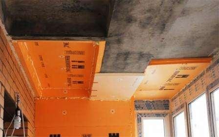В сравнении с пенопластом и другими (схожими по свойствам) изоляционными материалами для потолка пеноплекс имеет свои плюсы. Пеноплекс не разрушается во влажной среде. Материал не подвергается распростр