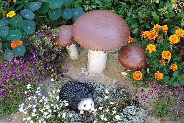 Какие изделия можно сделать из цемента для садового участка