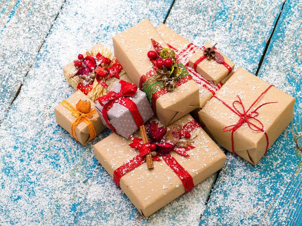 новый год подарки дарят