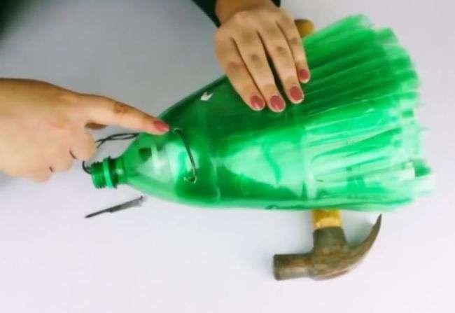 как сделать метлу из пластиковых бутылок пошагово