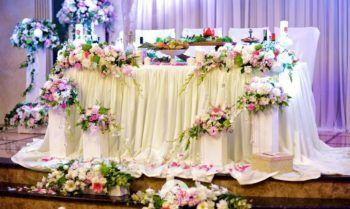 цветочные композиции на свадьбу на стол