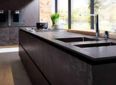 Столешницы из керамогранита – практичное решение для каждой кухни